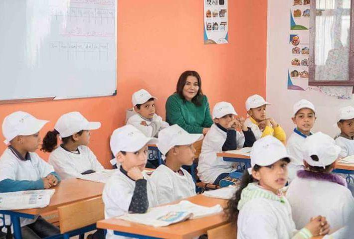 صور الأميرة للا حسناء مع تلاميذ المدرسة الإيكولوجية بعين عودة تثير إعجاب الفايسبوكيين