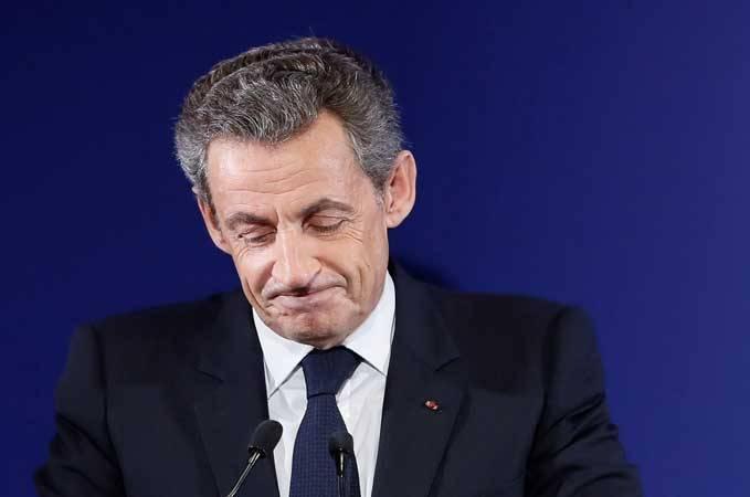 توقيف الرئيس الفرنسي ساركوزي للتحقيق معه