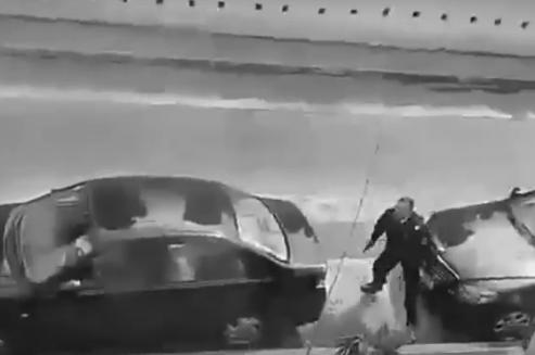 شرطي يشهر مسدسه في وجه مجرم بفاس... وهذا ما وقع ( فيديو)