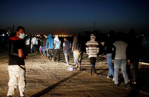 وفد مغربي يزور المغاربة المحتجزين بليبيا لتسريع ترحيلهم