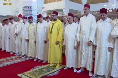 أمير المؤمنين يؤدي صلاة الجمعة بمسجد فلسطين بالدار البيضاء