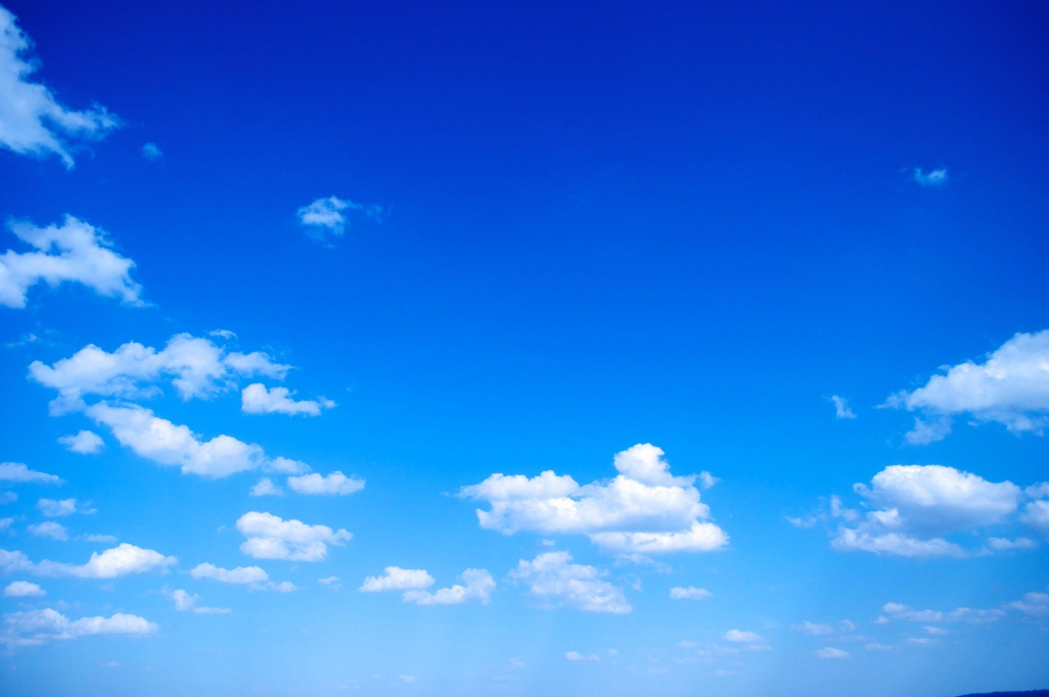 سماء قليلة السحب في معظم المناطق السبت