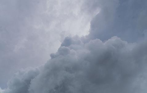 جو حار بمعظم المناطق مع تساقط زخات رعدية فوق المرتفعات الثلاثاء