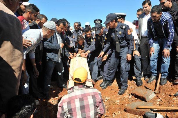 تشييع جثمان الشرطي ضحية فاجعة قطار بوقنادل إلى مثواه الاخير