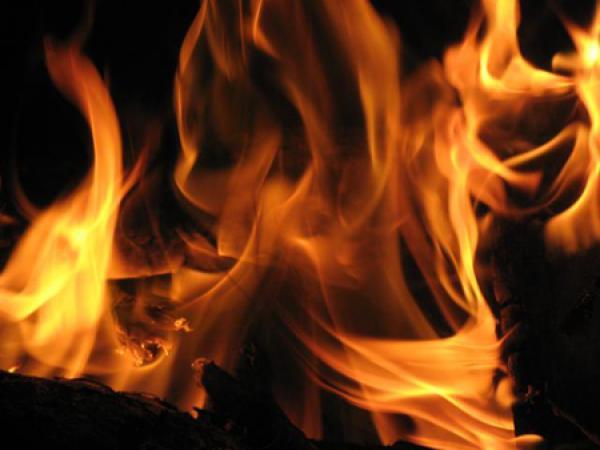 رجل في عقده الثالث يضرم النار في جسده بالرباط