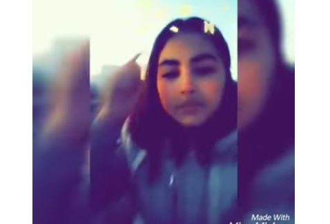فتاة تبكي على قبر حبيبها بفاس على أنغام موسيقى الراي  .. فيديو