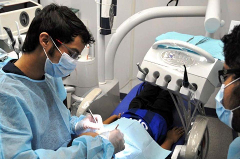 أطباء الأسنان ضد تعديلات الفرق البرلمانية على مشروع القانون 14-25 المتعلق بمزاولة مهن محضري ومناولي المنتجات الصحية