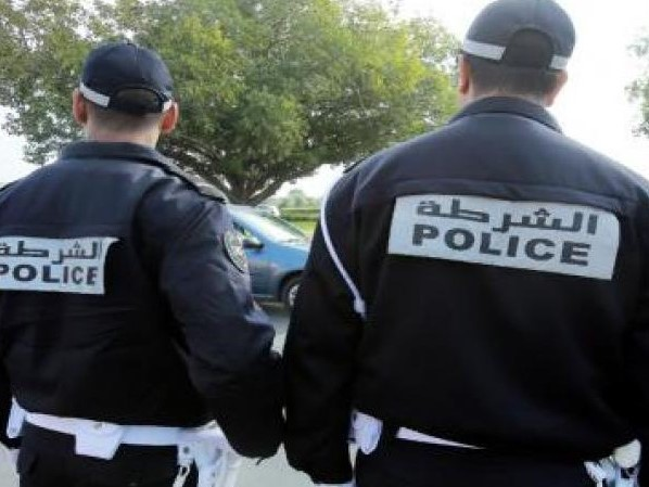 موقف نبيل... شرطي يقدم المساعدة لسيدة في مراكش