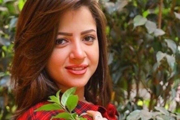 الممثلة منى فاروق تعود للظهور بعد فضيحة التسريبات الجنسية