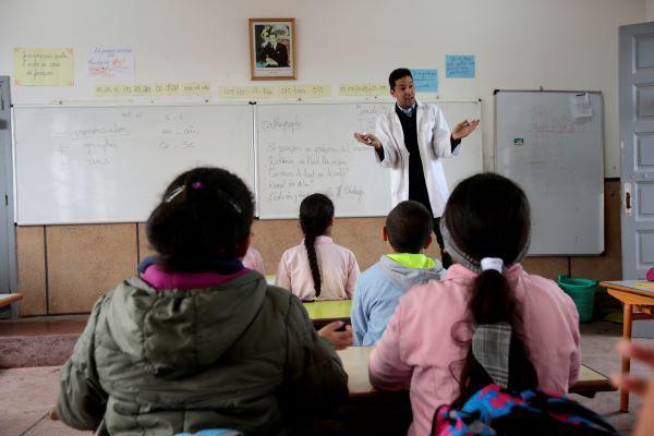 لغة الإشارة احسن... هل فشلت فرق الأغلبية مجددا في التوافق على لغة التدريس
