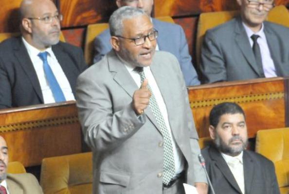 """بعدما وصف ساكنة اتمارة بـ""""بوزبال"""" : النشطاء يردون بقوة على برلماني البيجيدي ويطالبونه بالاعتذار"""