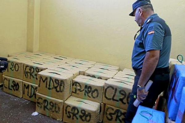 الأمن الاسباني يطيح بشبكة خطيرة متخصصة في تهريب الحشيش من شمال المغرب
