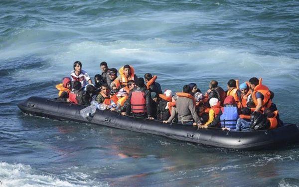 القوات المساعدة توقف قاربا للهجرة السرية على مثنه 36 شخصا