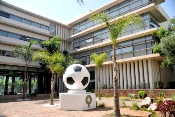 جامعة كرة القدم تجمد عضوية الوسطاء... قرار ساري إلى حين تسوية الوضعية