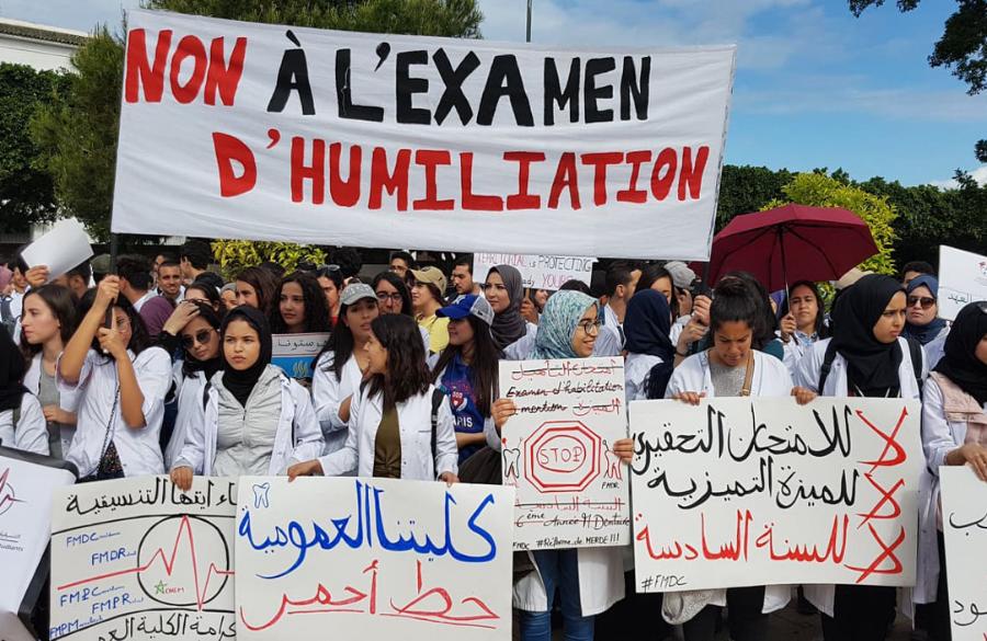 طلبة الطب: تهديدات أمزازي تزيد من تأزيم الوضع والسنة البيضاء لا تخيفنا