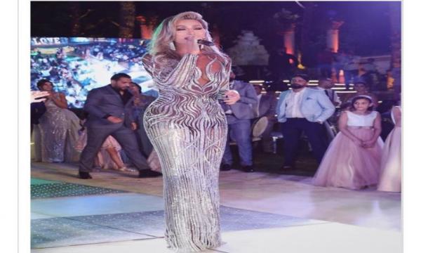 ظهور جريء للفنانة اللبنانية مايا دياب بفستان شفاف يغضب جمهورها (صورة)