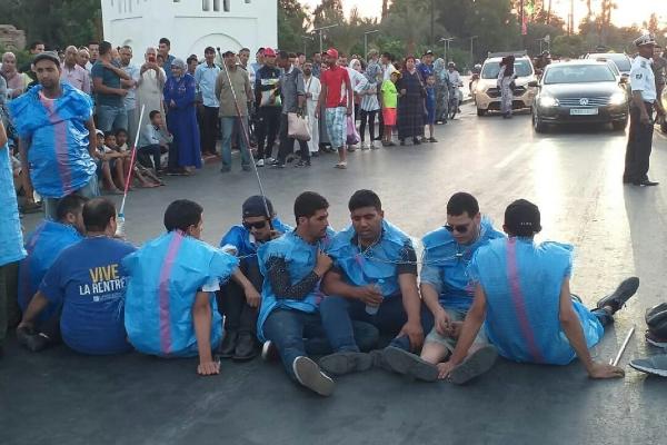 مراكش .. مكفوفون يهددون بالانتحار الجماعي ويحملون مسؤولية تدهور أوضاعهم للحقاوي