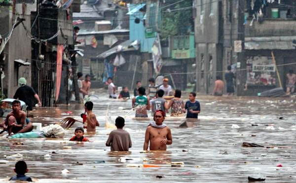 مصرع 350 شخص جراء الأمطار الموسمية في جنوب آسيا
