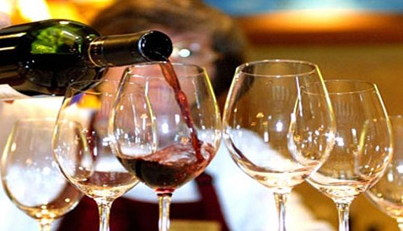 الحكومة تقرر رفع الضريبة على استهلاك العجة والخمور سنة 2020