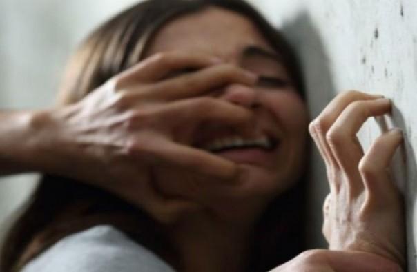 بعد أن أنهت علاقتها به... شاب بتازة يختطف فتاة قاصر ويحملها على ظهره
